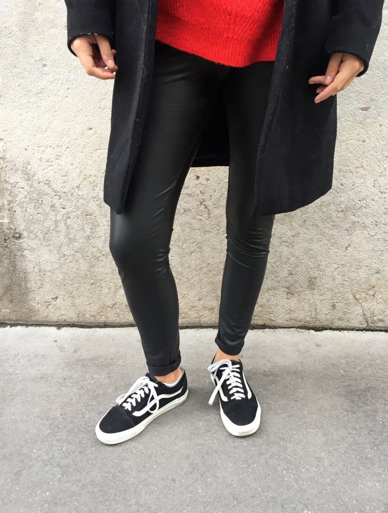 Leggings_cuir_pull_rouge3